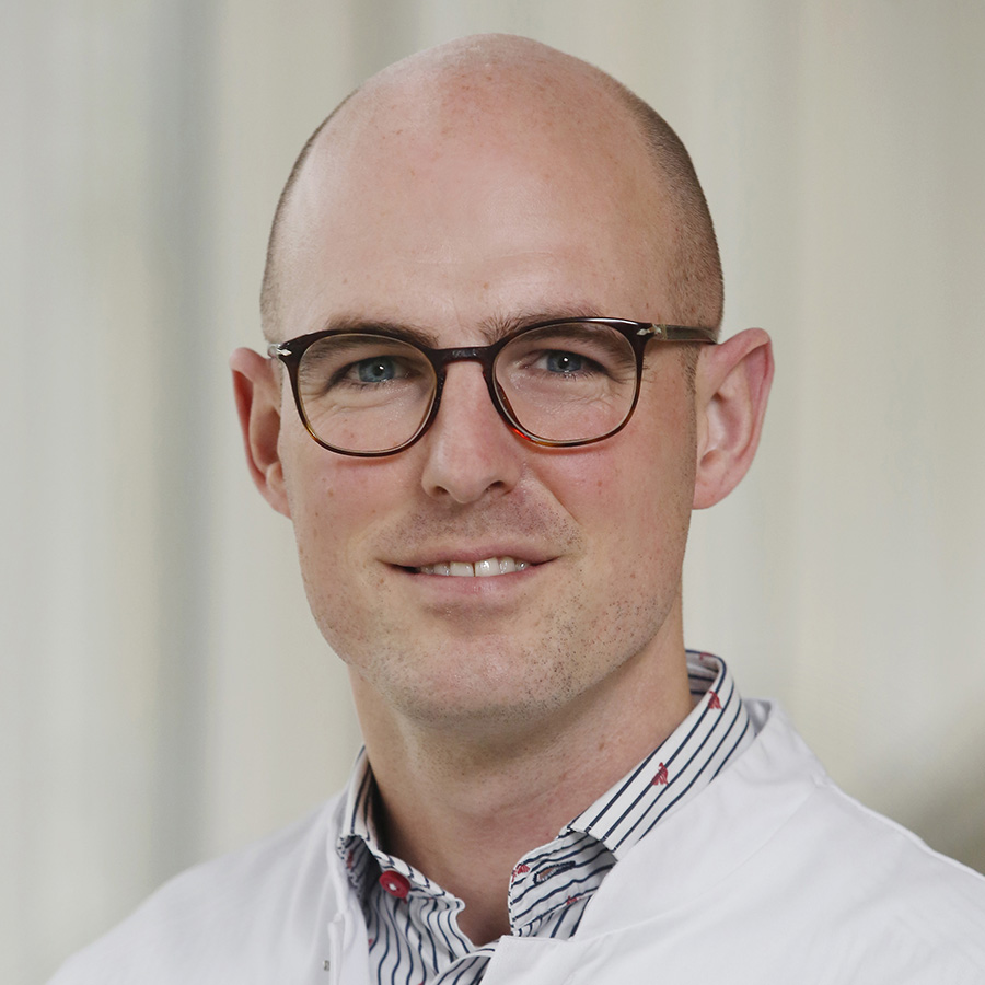 DR J D SNOEP